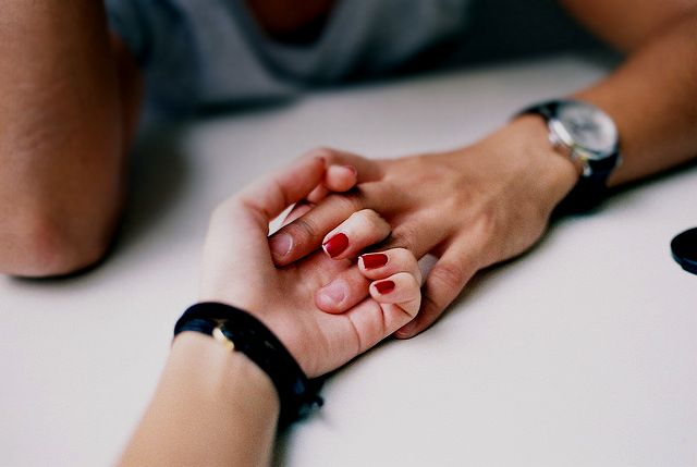 holding hands_2